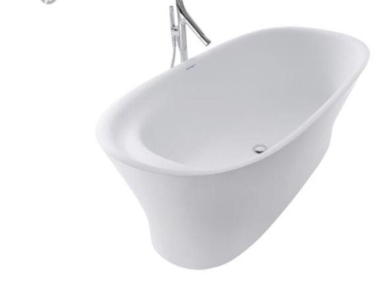 Bañera espectacular con detalles confortables