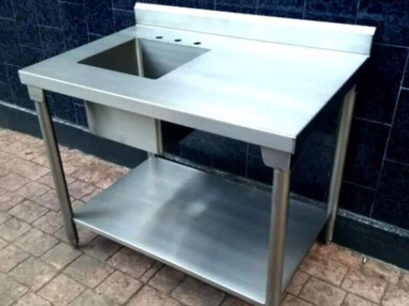 Gabinete plano con puerta cajón y entrepaño